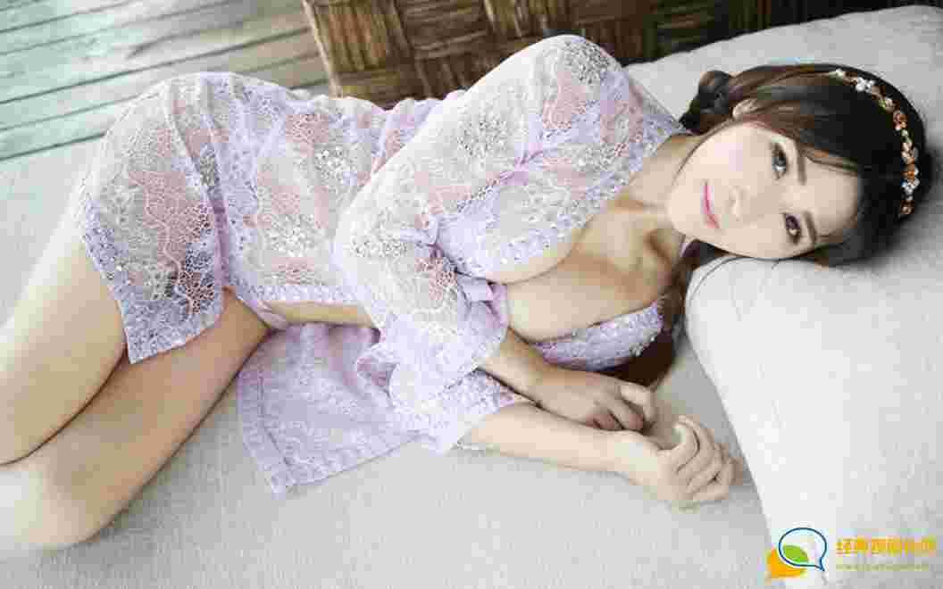 性感娇嫩仙姿丰满美女张优紫色诱惑比基尼喷血诱惑写真