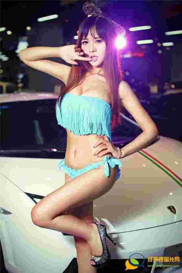 灯光下的美女性感巨乳车模张优妩媚甜美写真