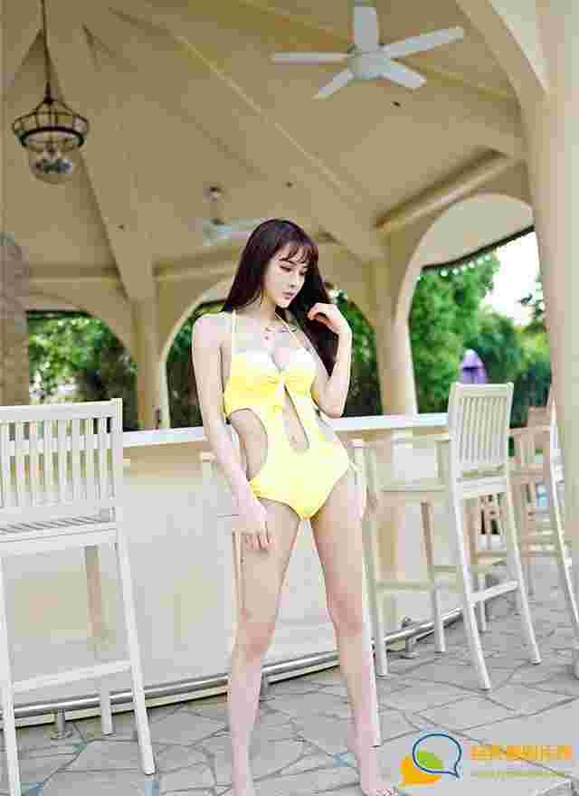 漂亮的美女Cheryl青树沙滩比基尼旅拍高清图片