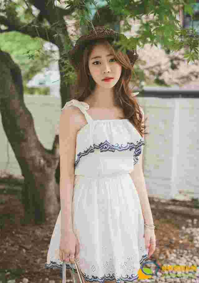 外出草帽美女模特吊带蕾丝裙甜美可人