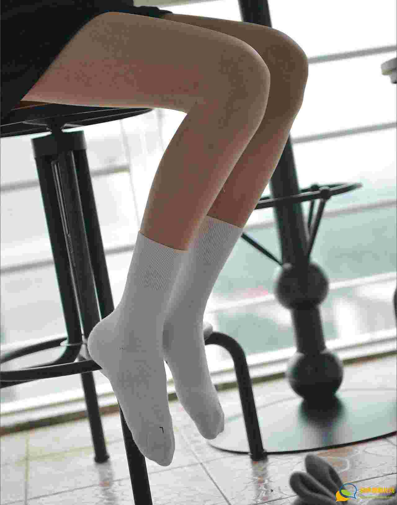 洁白无瑕的棉袜情结模特潇潇短袜美腿养眼十足
