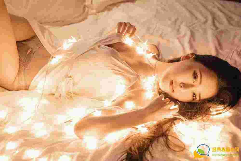 Suki_baby床上惹火诱惑迷人妩媚写真