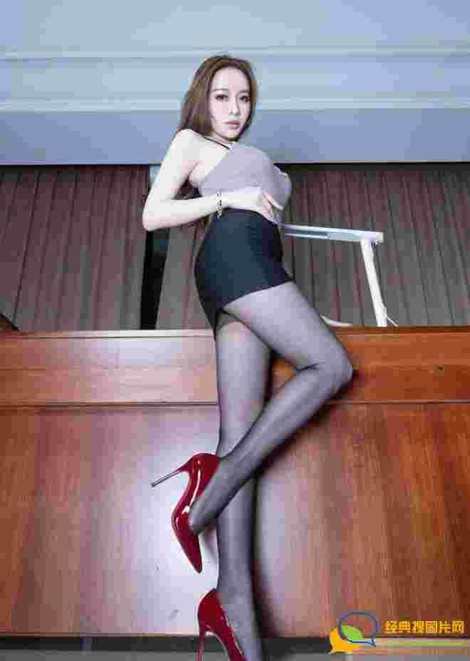 火辣性感百变女王Tokki热辣露脐黑丝美腿销魂诱惑写真