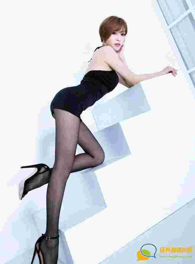 娇嫩性感亚洲腿模Lucy美腿翘臀丝袜玉足娇艳妖娆诱惑写真