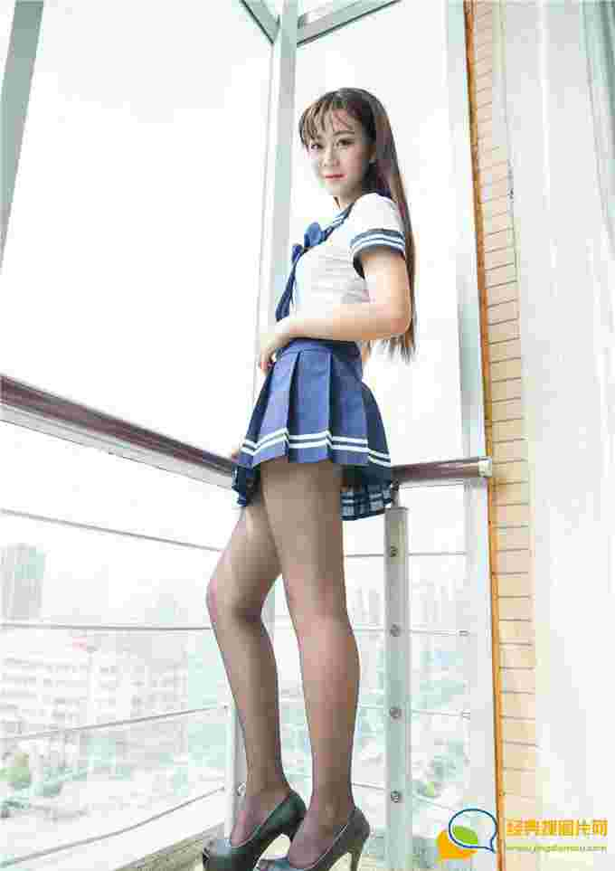 高跟鞋美女露西Lucy制服丝袜迷人美腿诱惑性感火辣俏丽娇嫩写真