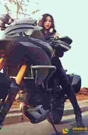 野性长腿车模尽显诱惑身材气质迷人性感妖娆勾魂写真