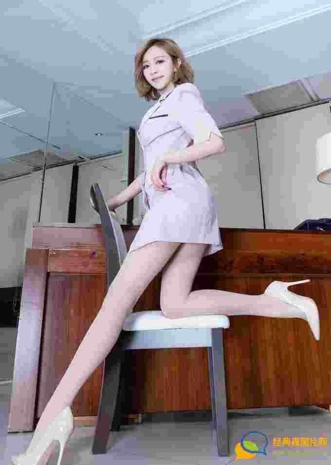 Lucy妹子性感职业装肉丝袜高跟美腿性感诱惑迷人写真