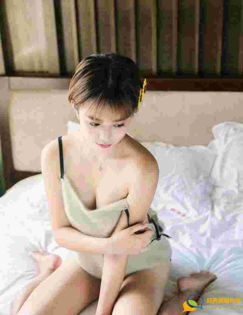 极品美女柠檬vivi背心美胸白皙肌肤诱人写真