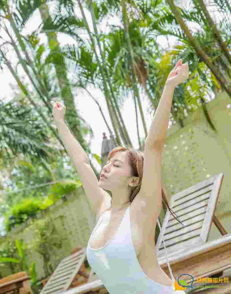 巨乳美女刘娅希泳池湿身大胆露骨写真