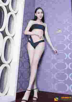 围胸内衣美女Miki雪白大长腿挑逗迷人写真