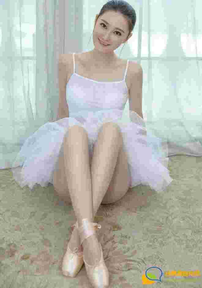 芭蕾舞女孩潇潇的丝足秀迷人美腿娇艳销魂诱惑写真