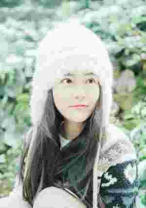 皑皑白雪内的帽子美女白嫩肌肤漂亮脸蛋