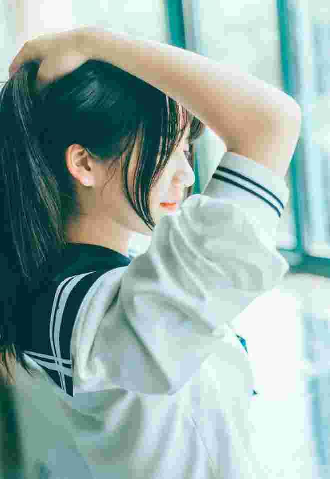 清纯娇艳惊人学生制服美眉教室阳光唯美写真
