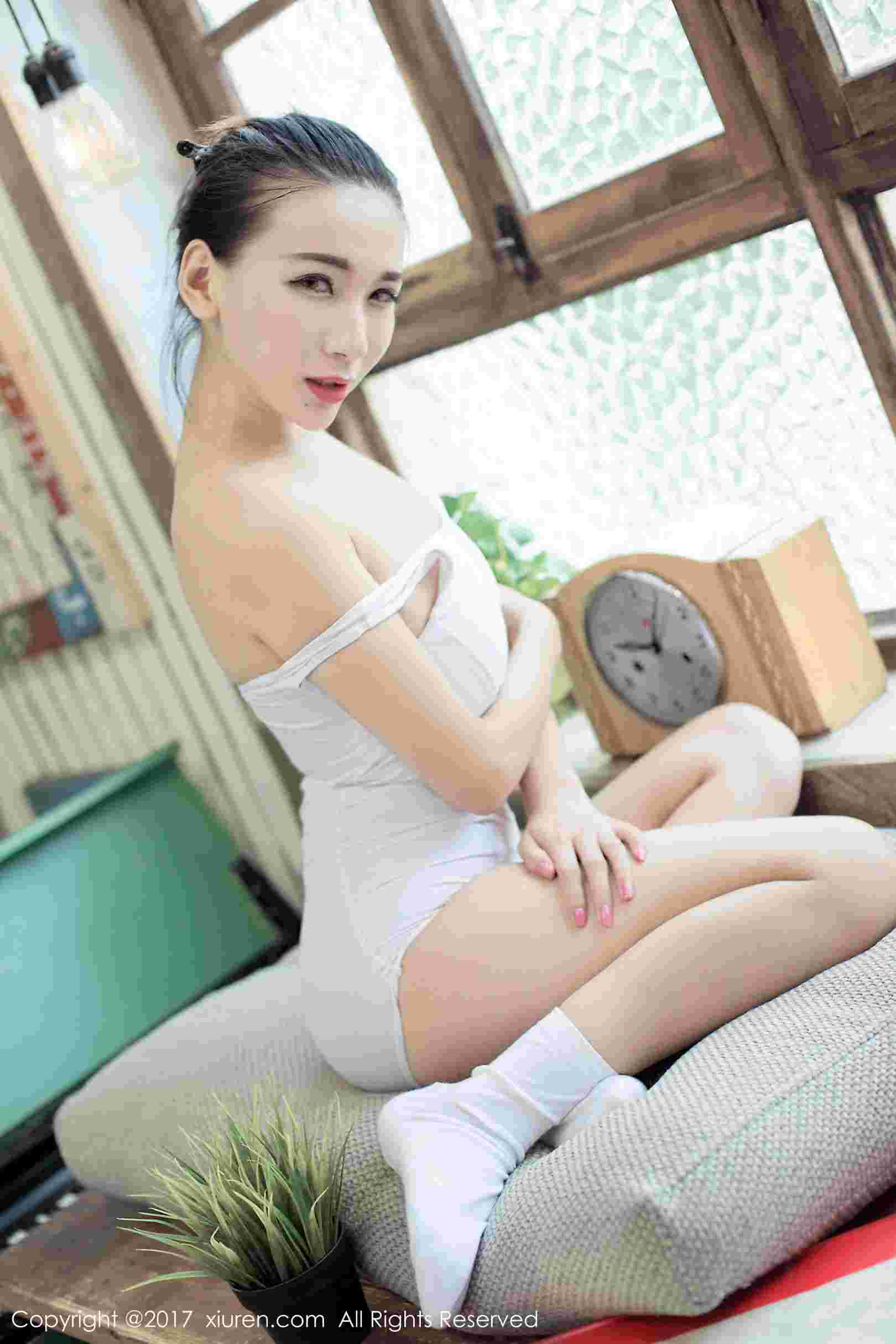 日系女仆装和白色连体死库水 写真套图