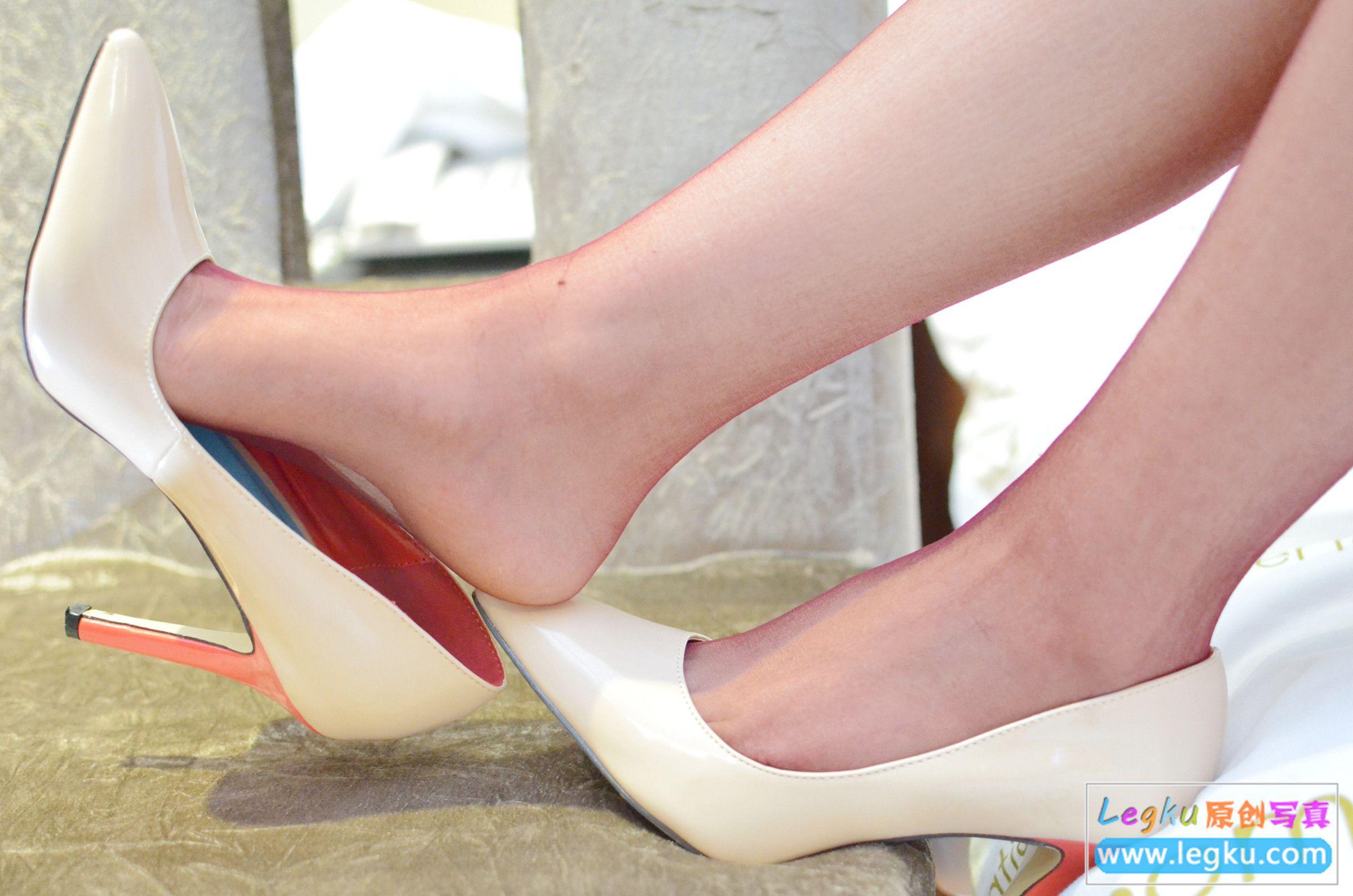 超薄红丝袜+红内 写真套图