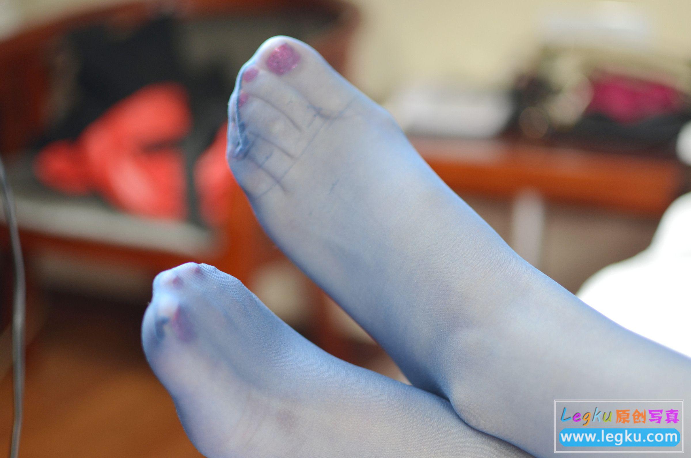蓝色丝袜+黑色蕾丝 写真套图