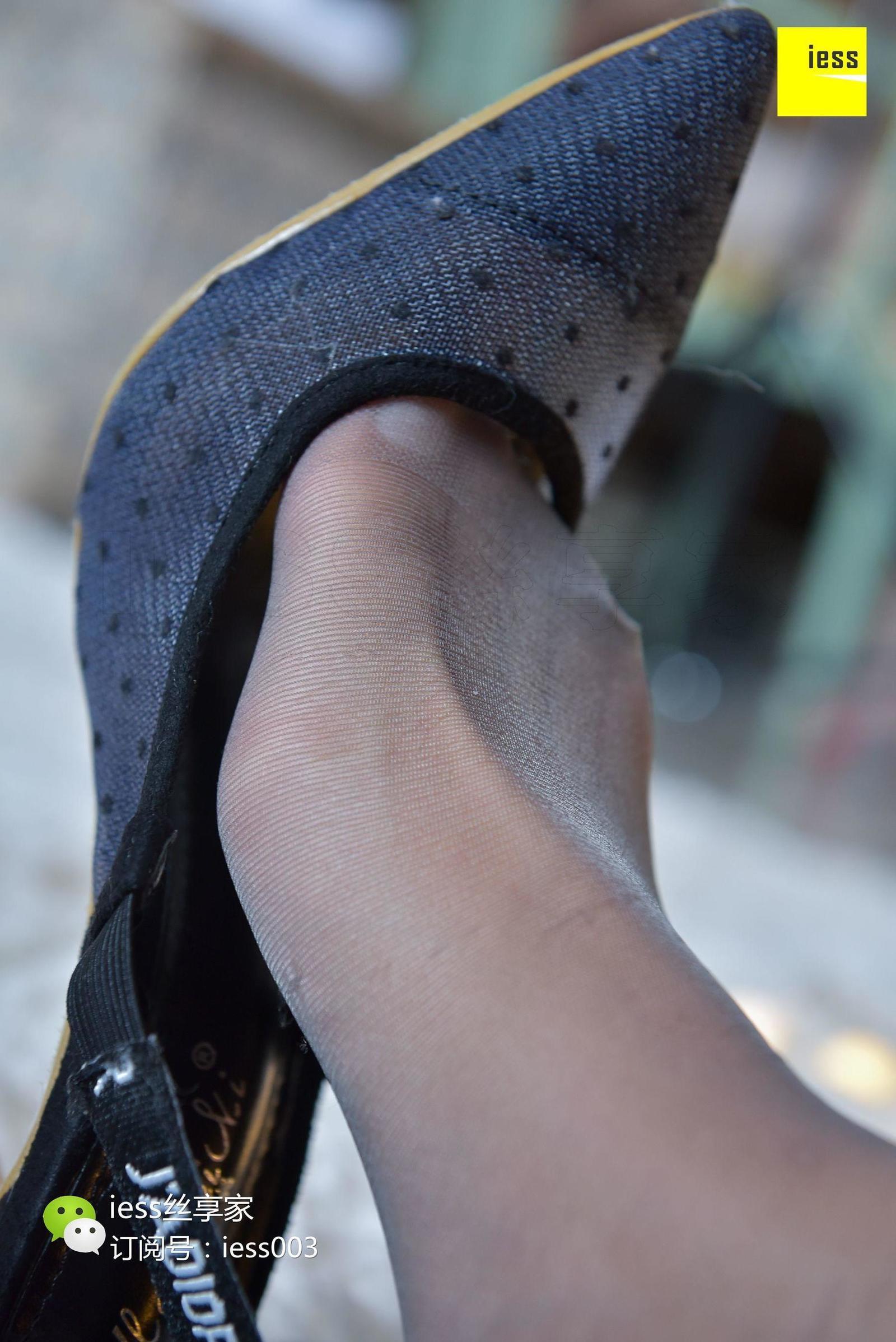 婉萍 《被缠绕的灰丝美脚》 丝足写真