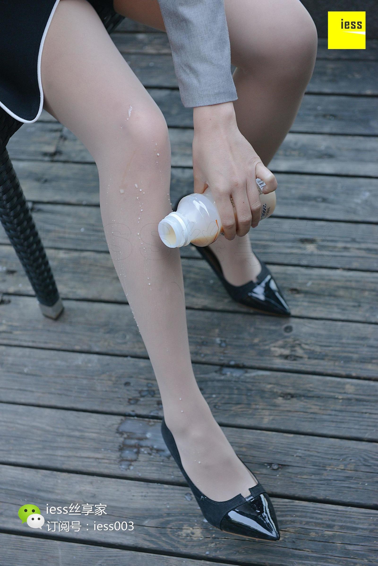 雪梨 《原来酸奶是这样喝的!》 丝足写真