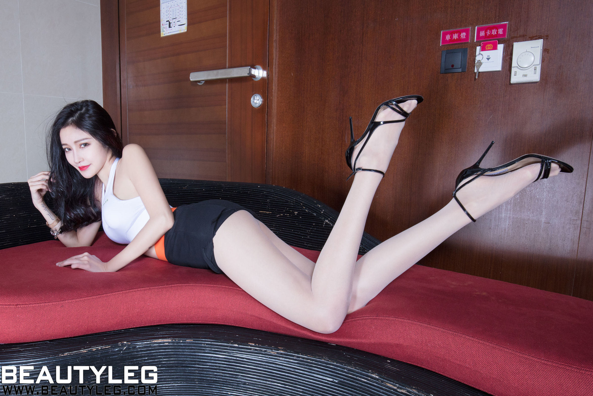 腿模Avril 丝袜美腿写真