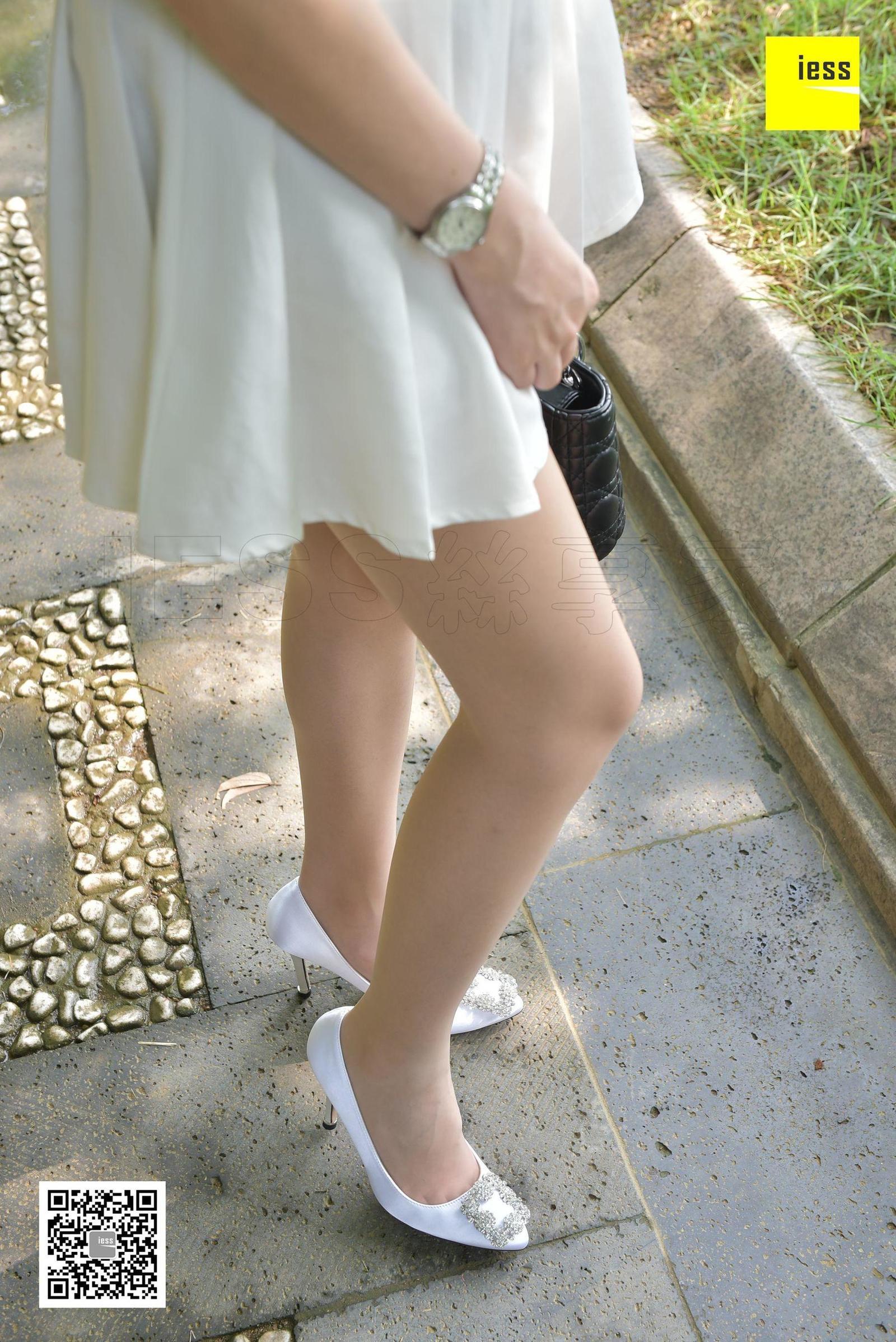 七七 《草地上的肉丝短裙》