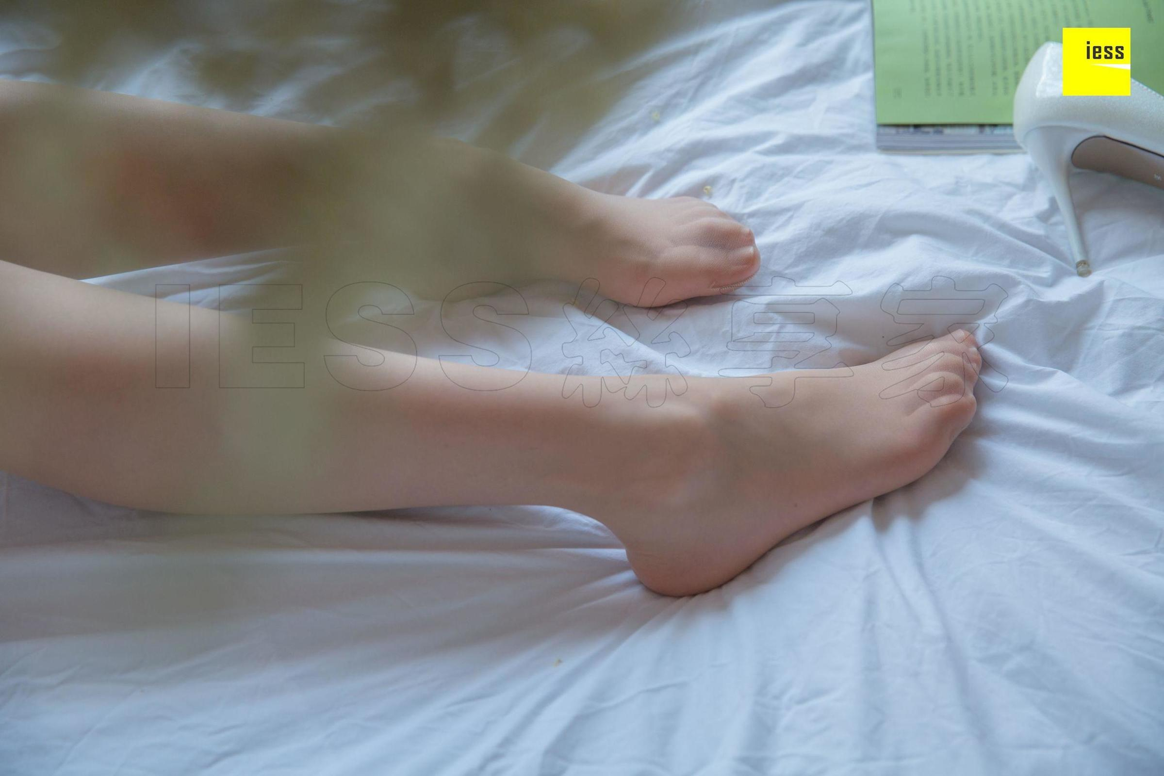 文欣 《百叶窗下的秘密》美腿丝足套图