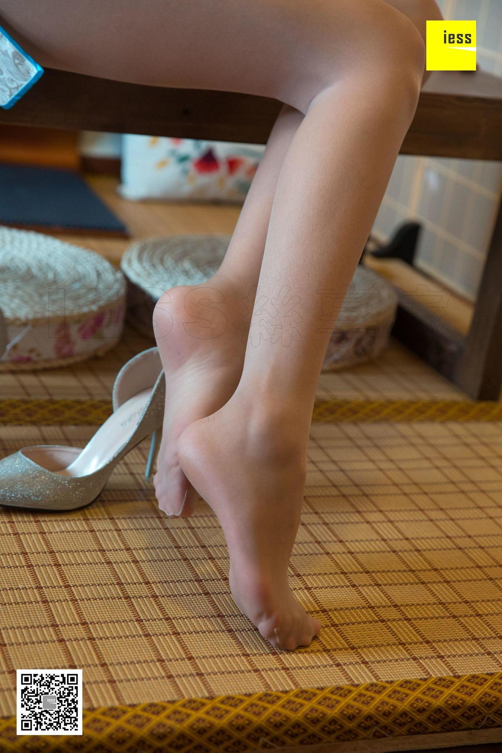 东东 《东方神韵旗袍秀》丝袜美脚套图