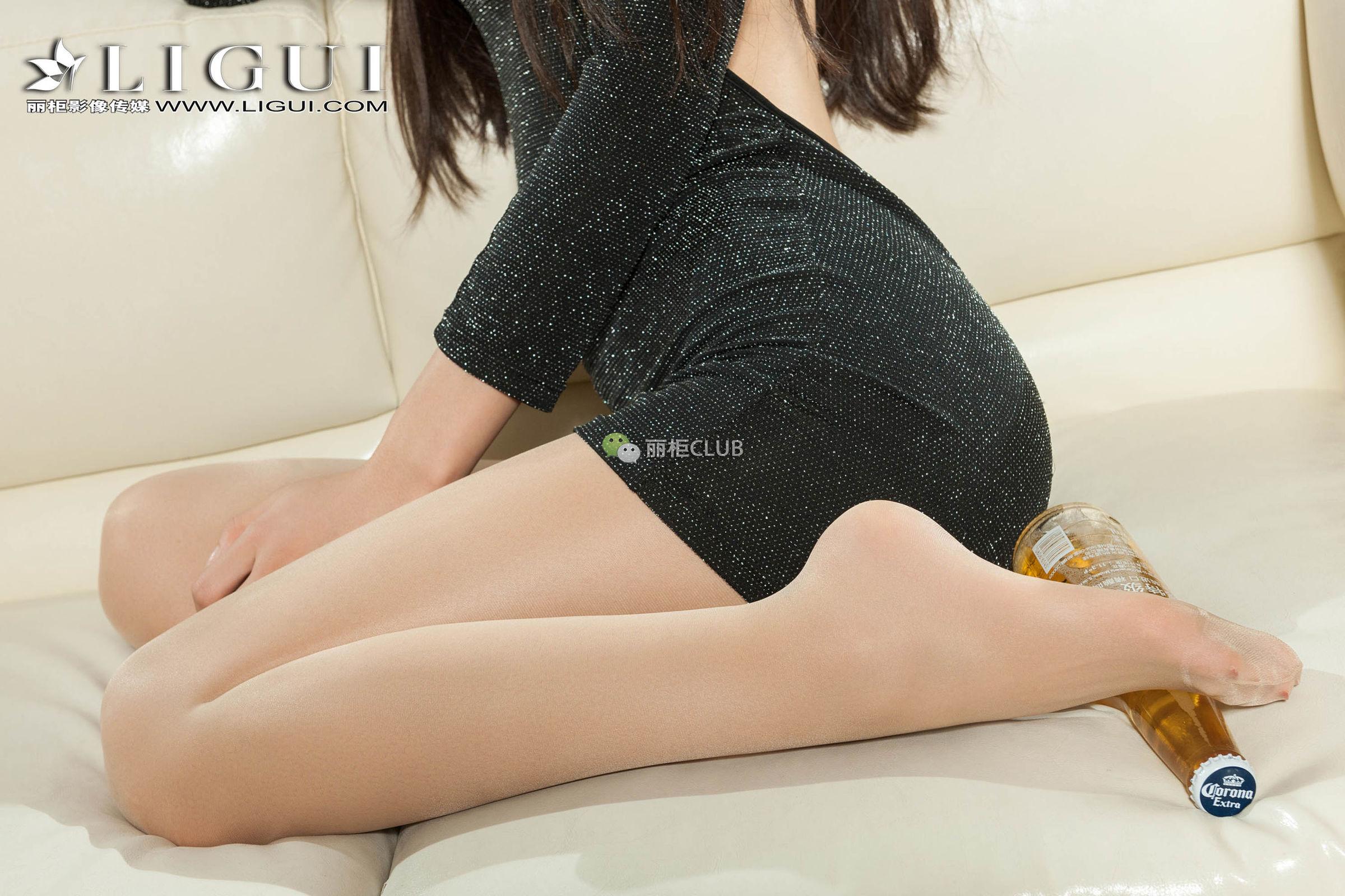 王炜炜 - OL高跟丝足美脚 写真套图
