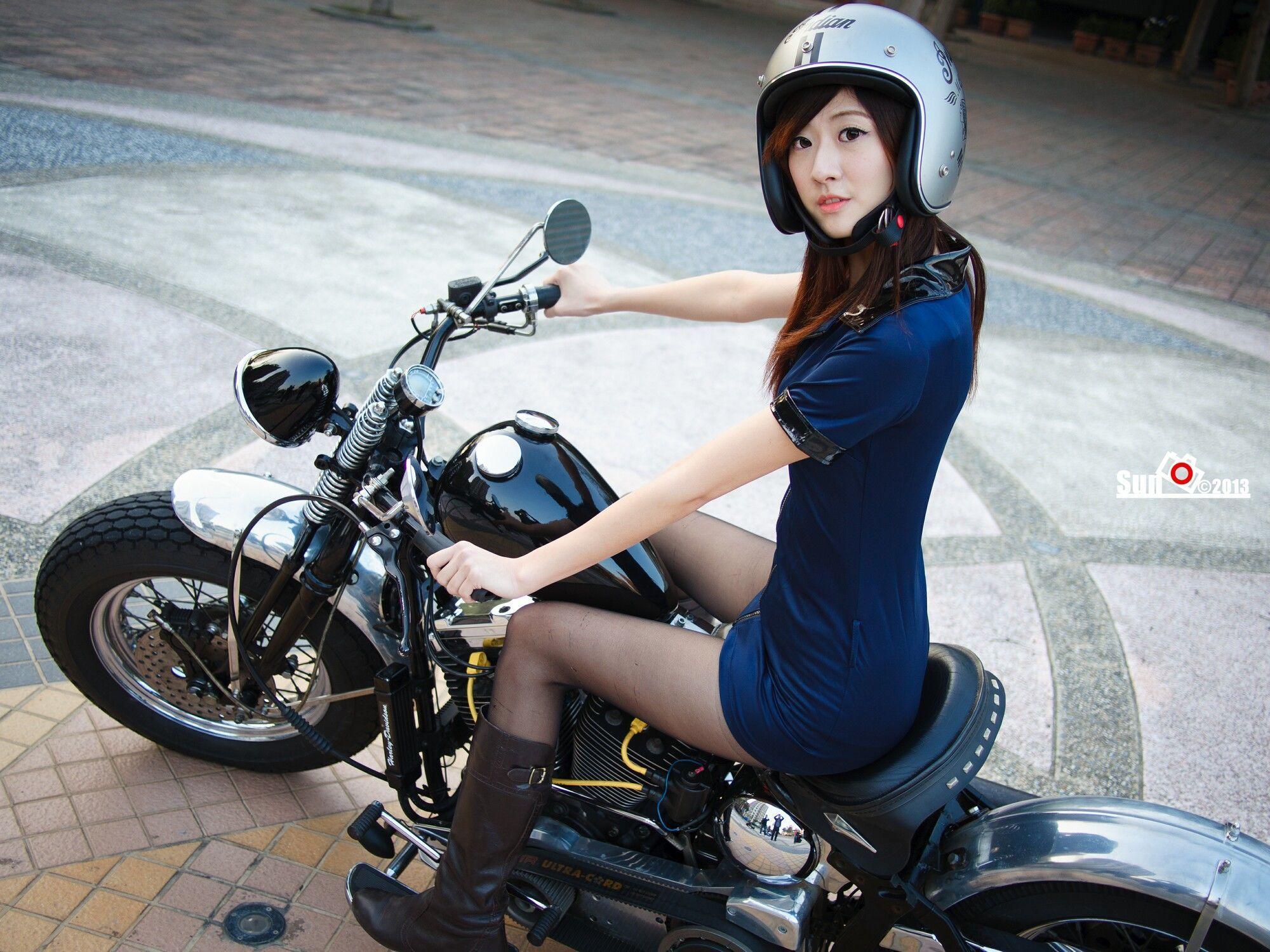 玉女林茉晶 - 哈雷女警与空姐 写真图片