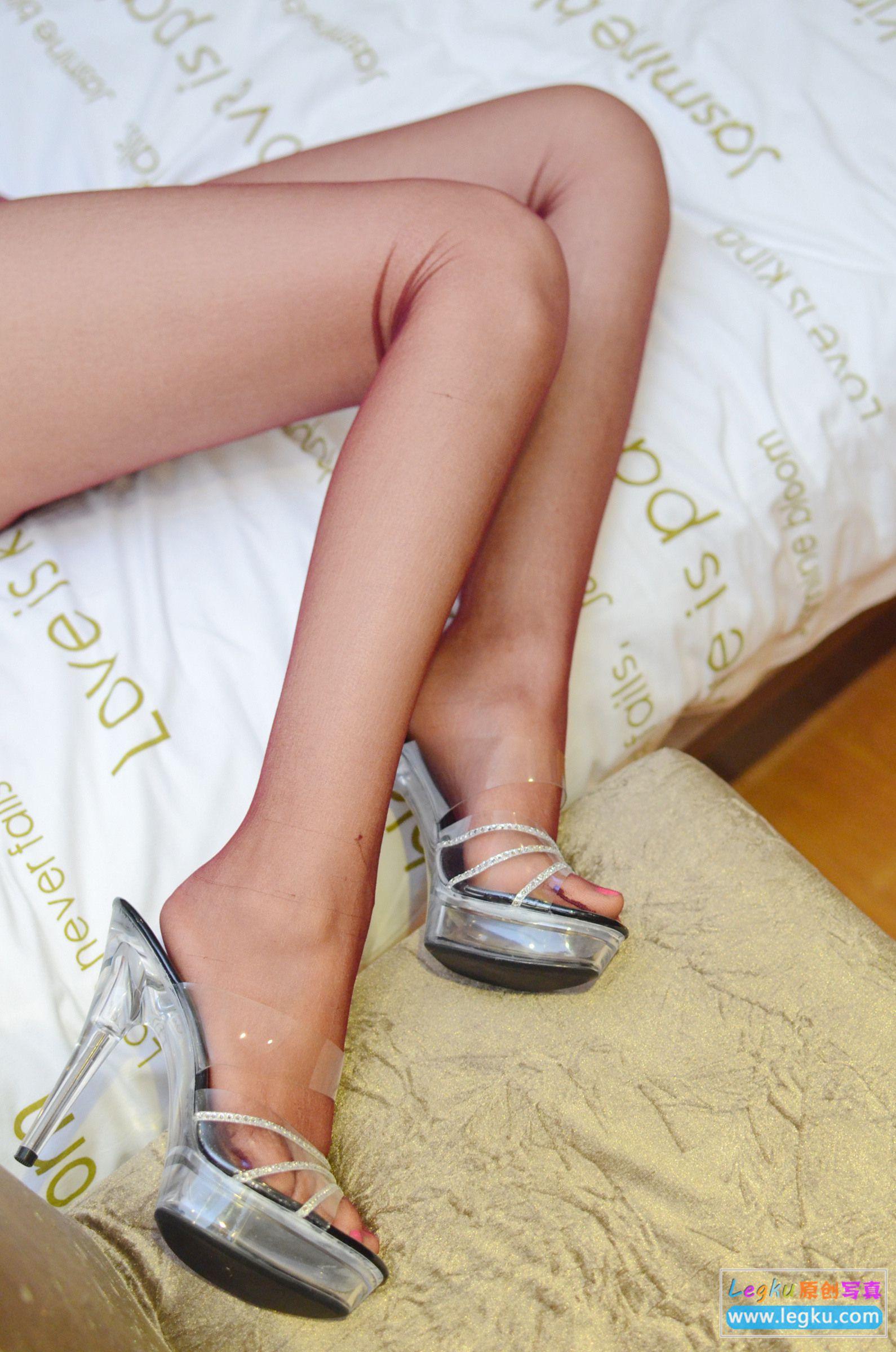 红色丝袜丝足高跟 写真套图