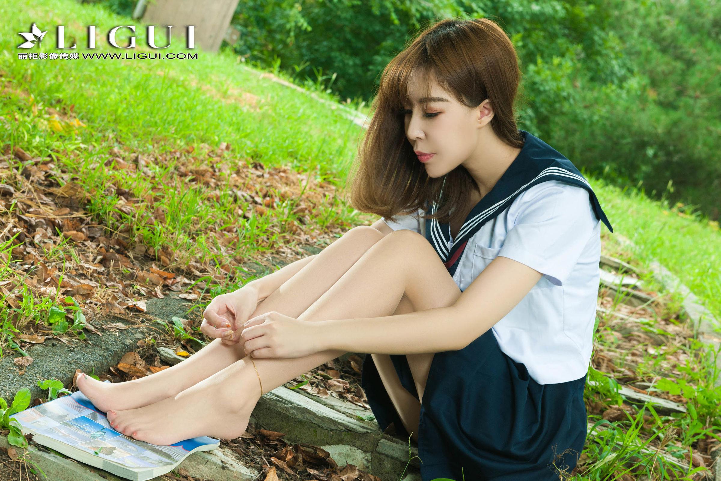 Model Vicky - 校服少女丝足 写真套图