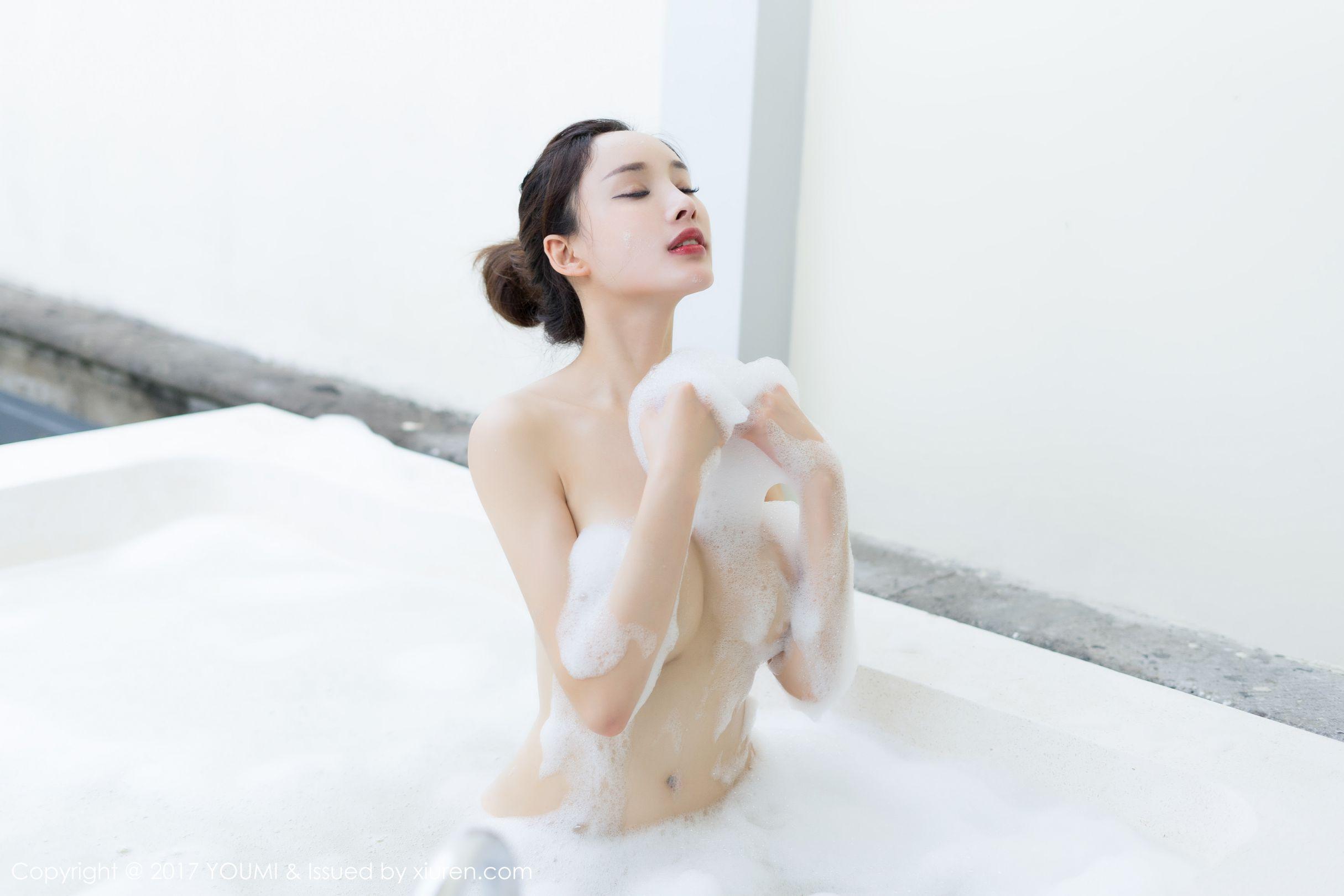 土肥圆矮挫穷 - 高叉礼服与泡泡浴系列