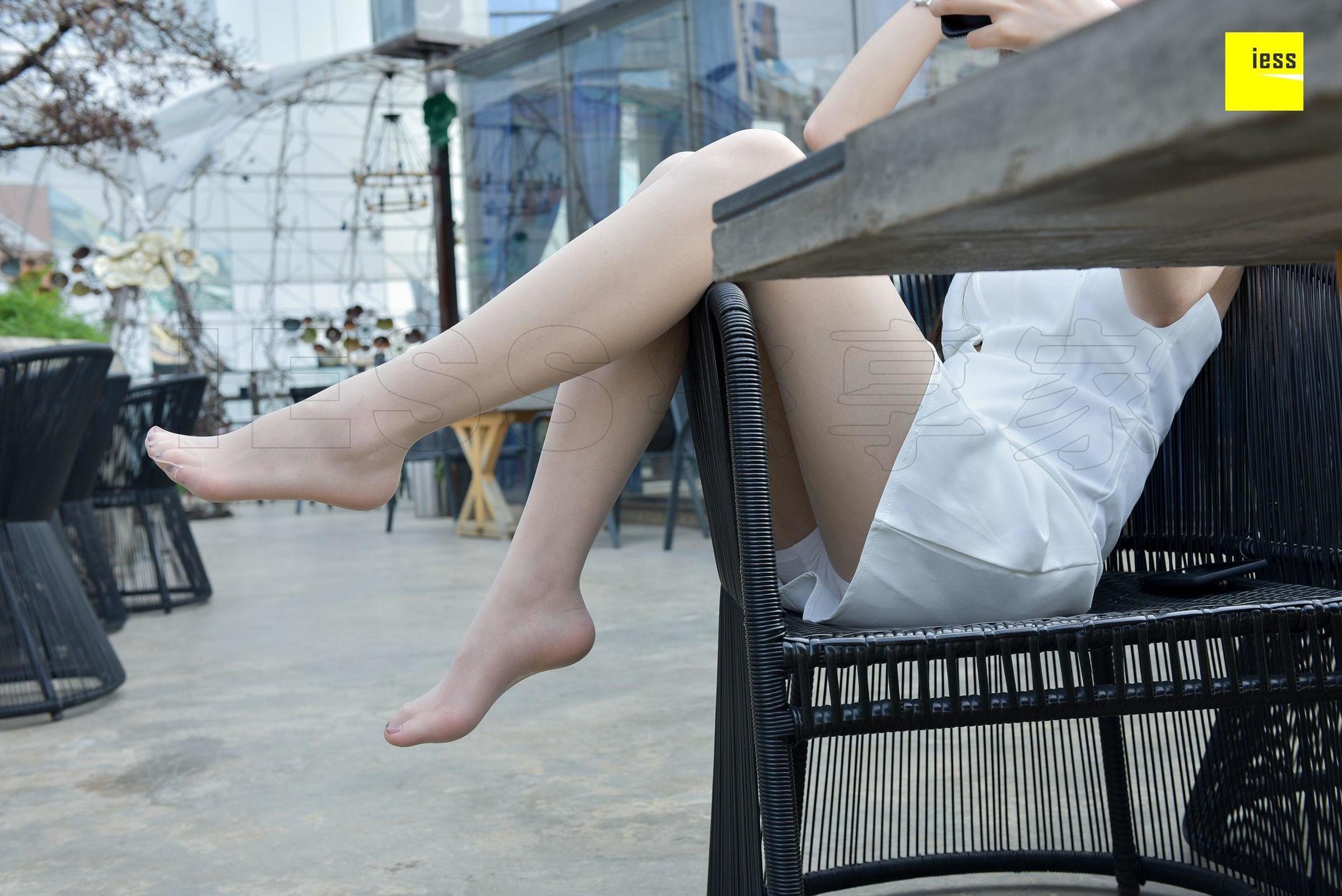 七七 《银色平底鞋肉丝》丝袜美腿写真套图