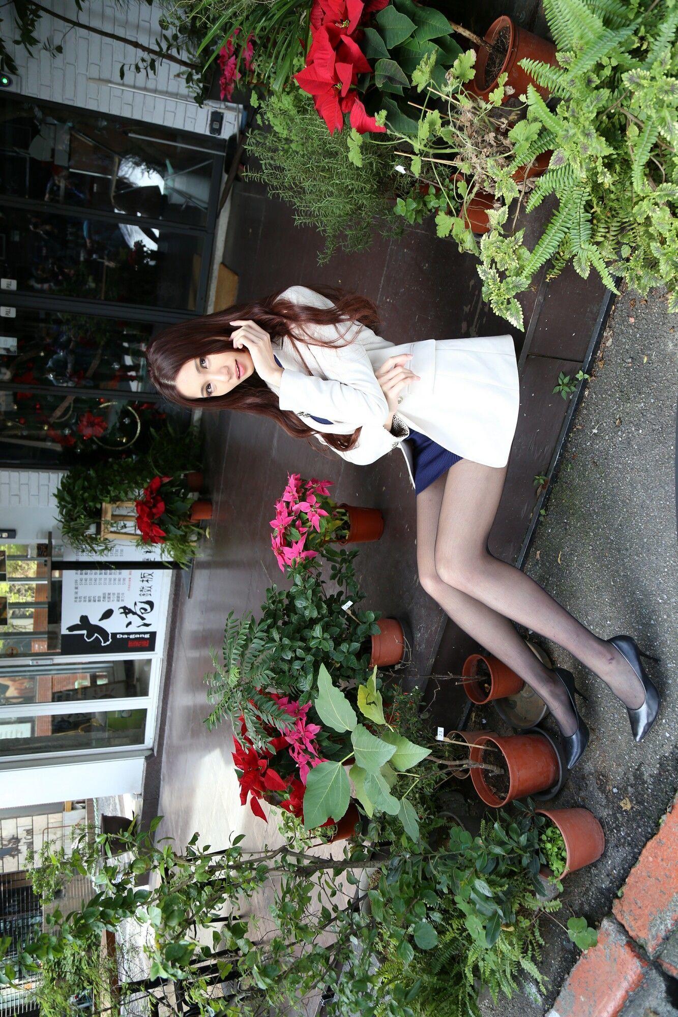 蔡译心 - 秋OL黑丝美腿外拍 写真图片