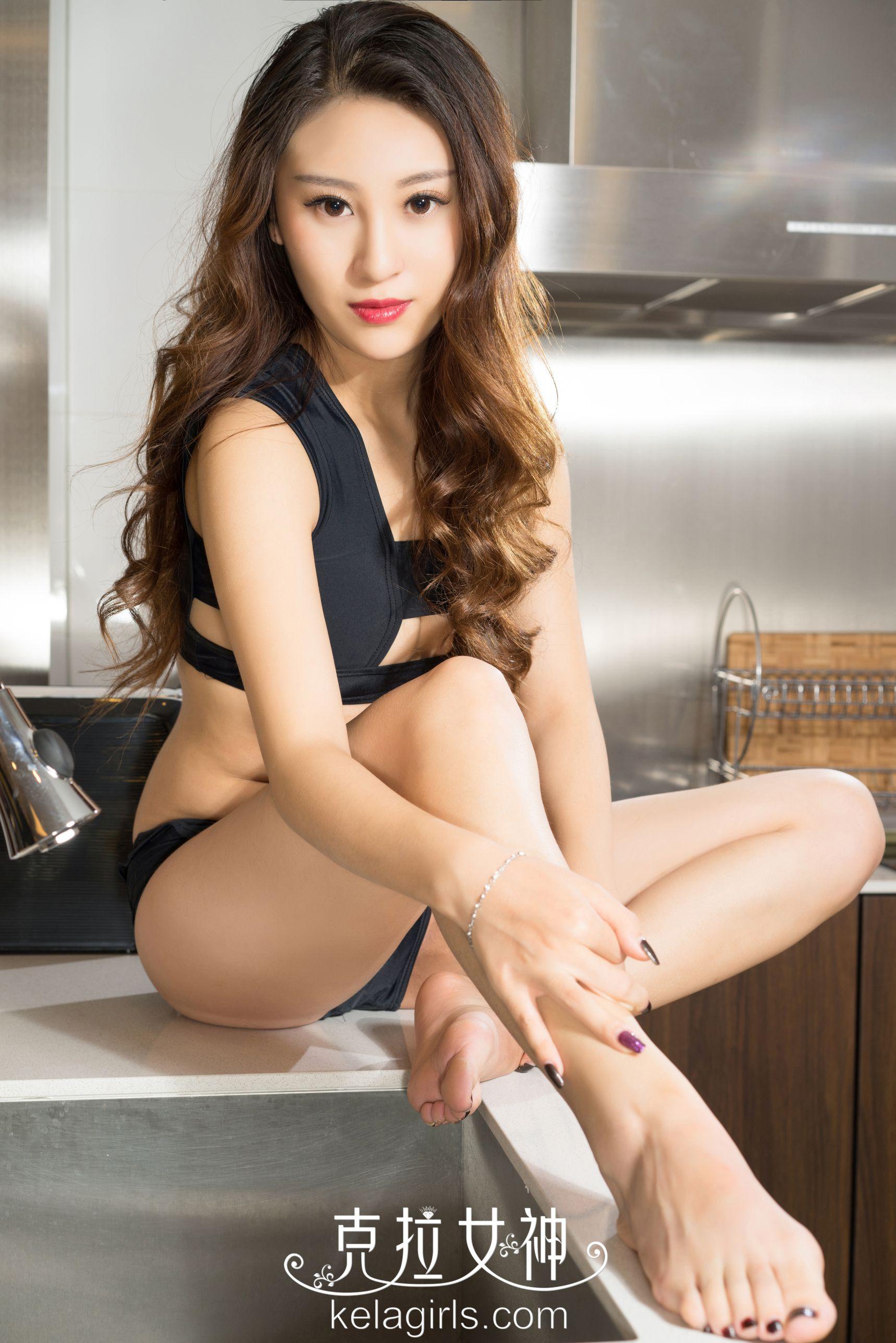 素素《厨房芭蕾舞》写真套图