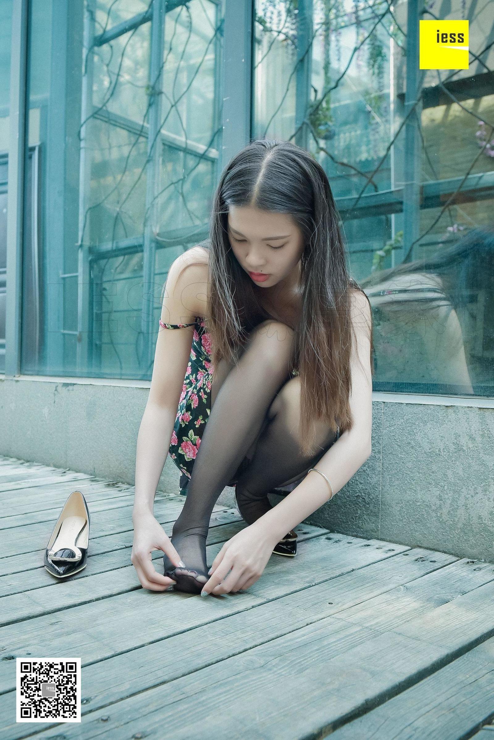 七七 《小碎花与黑丝》 丝足写真