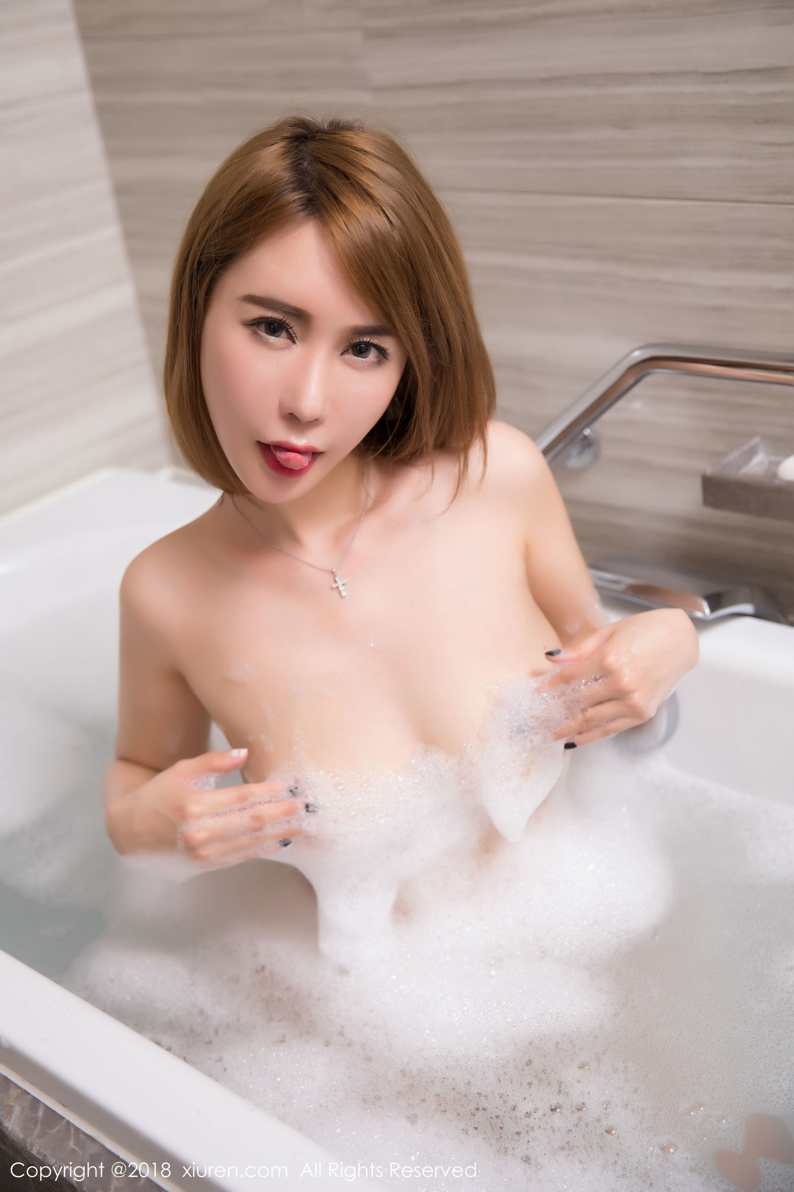 模特@楚恬Olivia性感泡泡浴写真