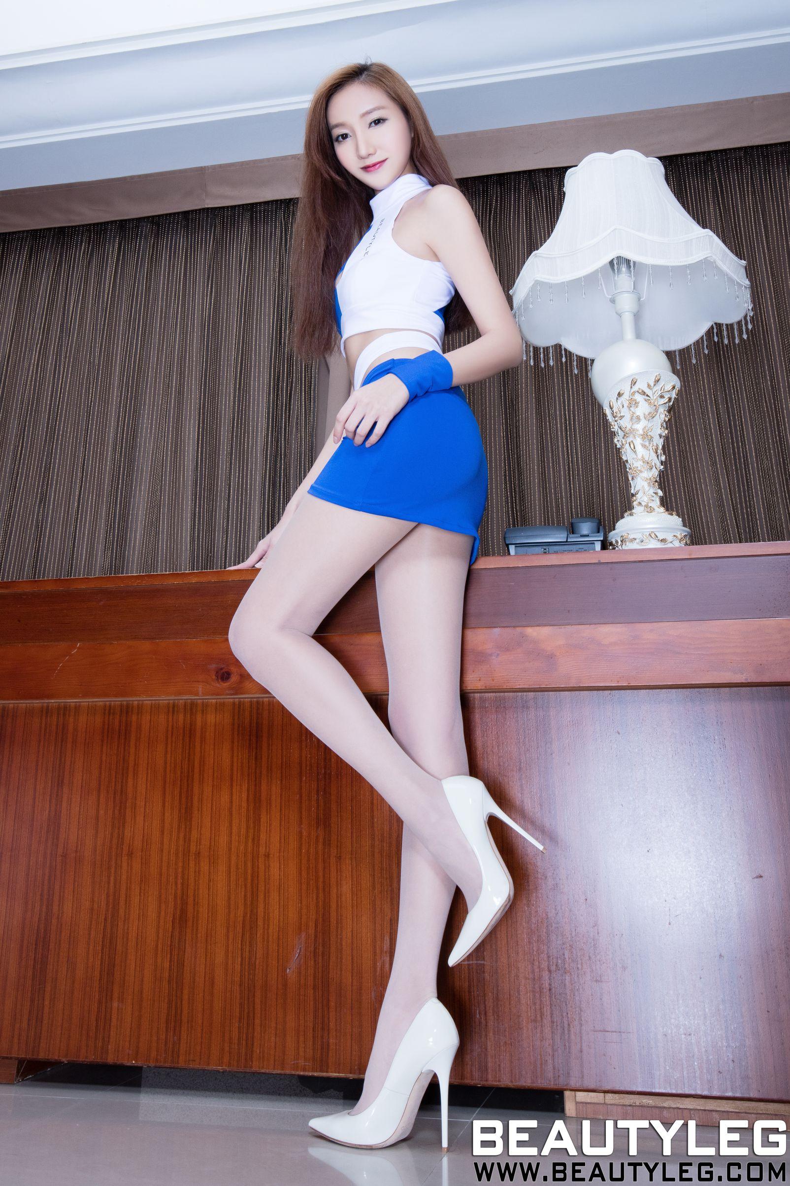 Tina 制服+丝袜+内衣美腿写真图片