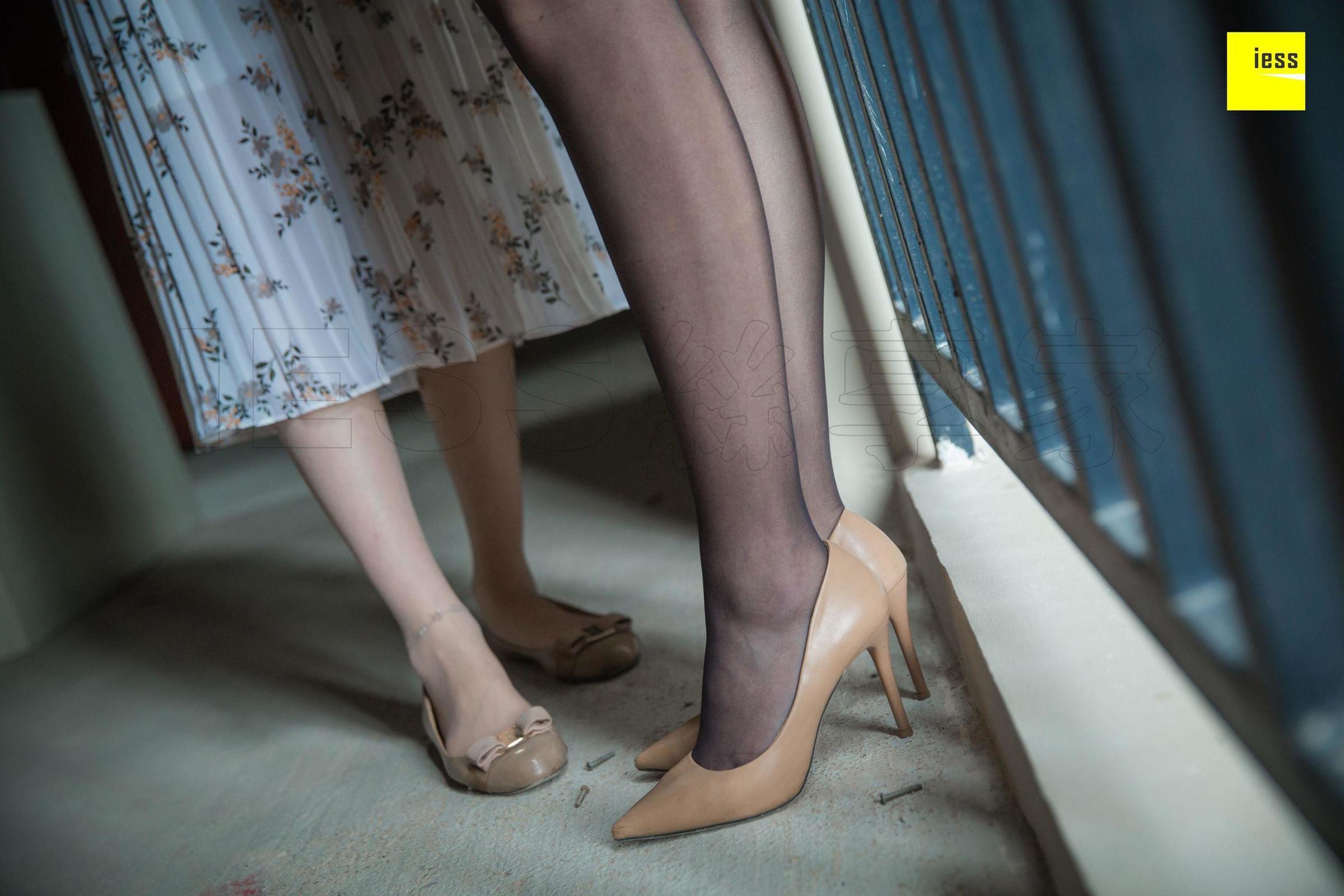 云芝《销售的肉丝女客户》丝袜美腿丝足写真