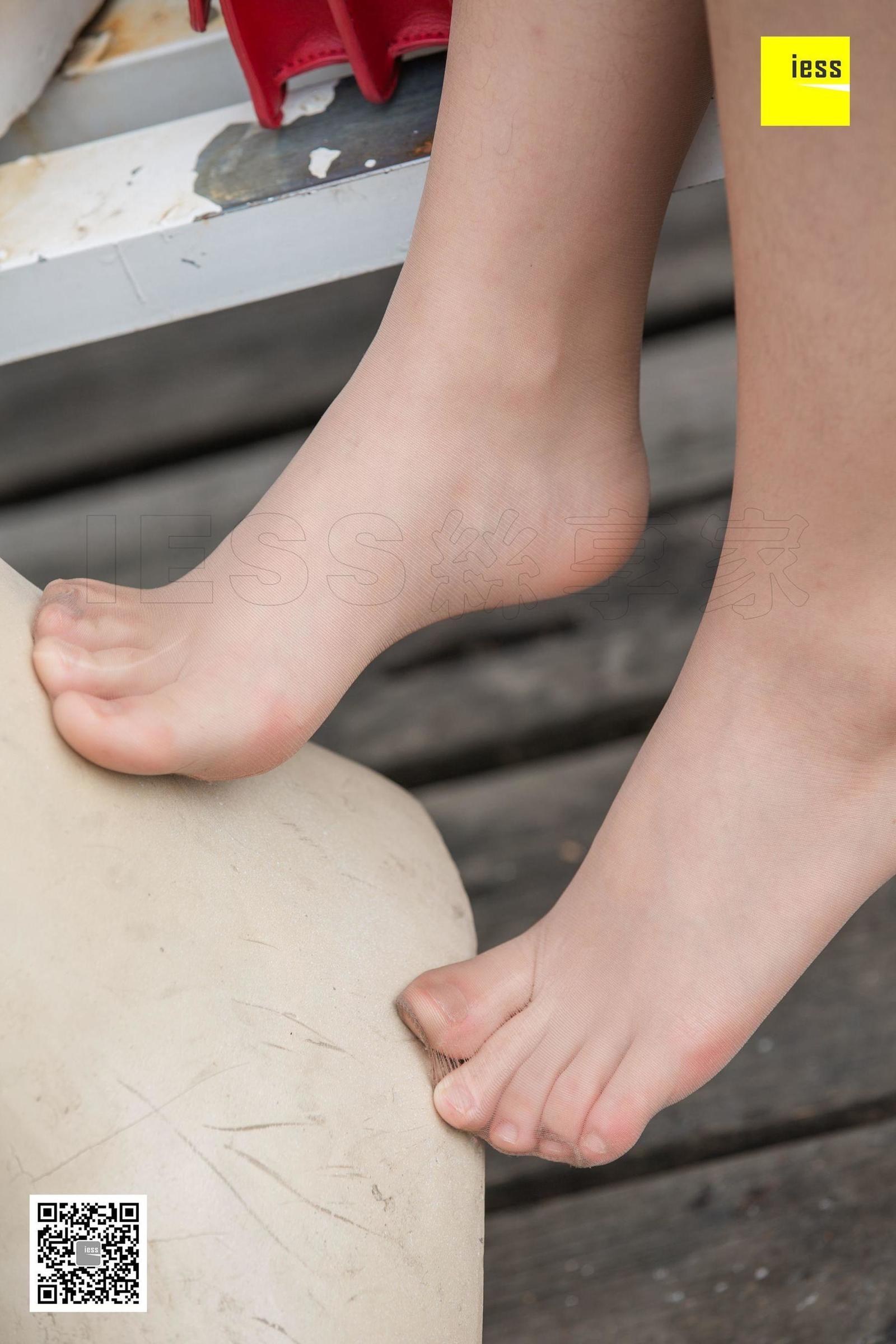 姗姗《姗姗的温柔咖啡丝》丝足美腿写真