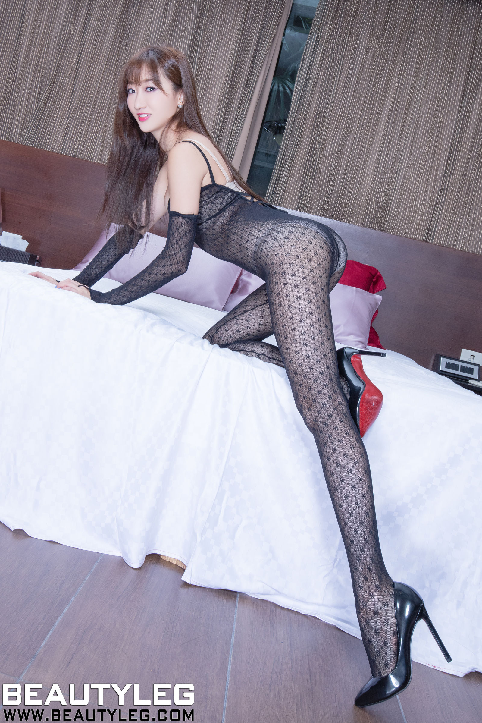 腿模Minnie - 丝袜+旗袍+制服美腿写真