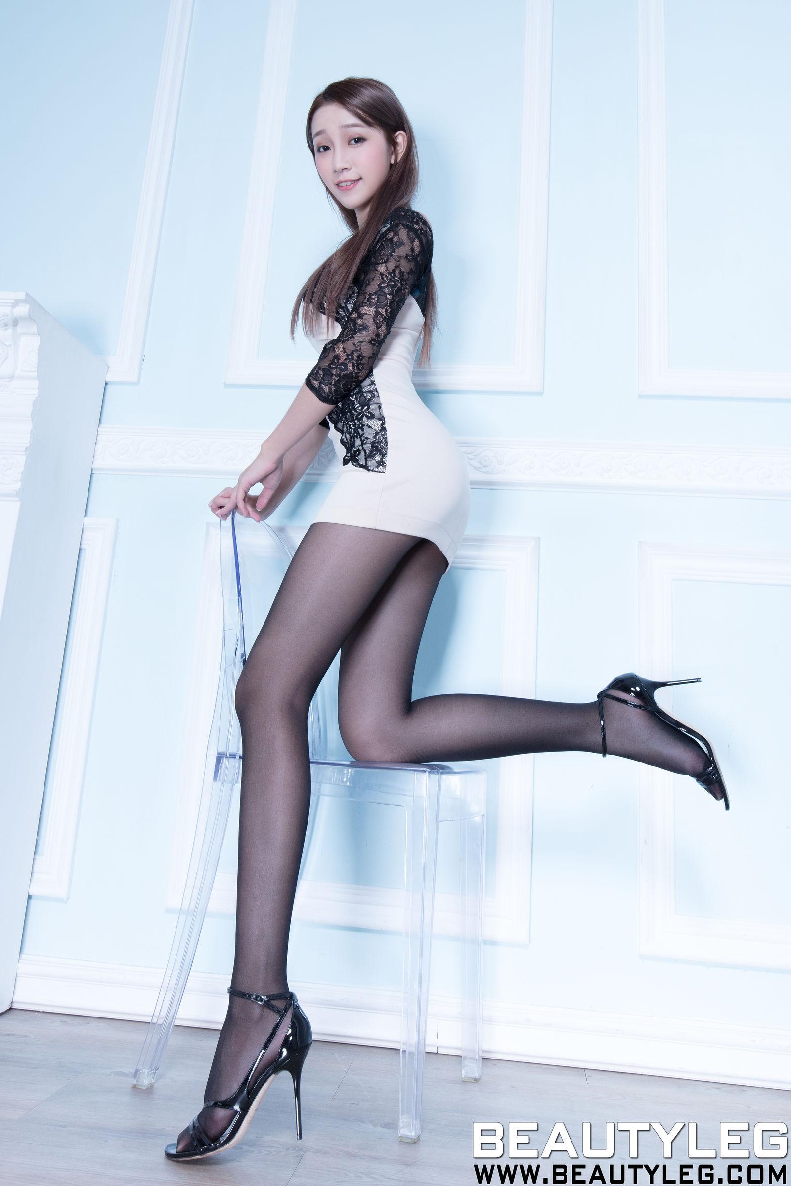 腿模Iris - 制服丝袜美腿写真