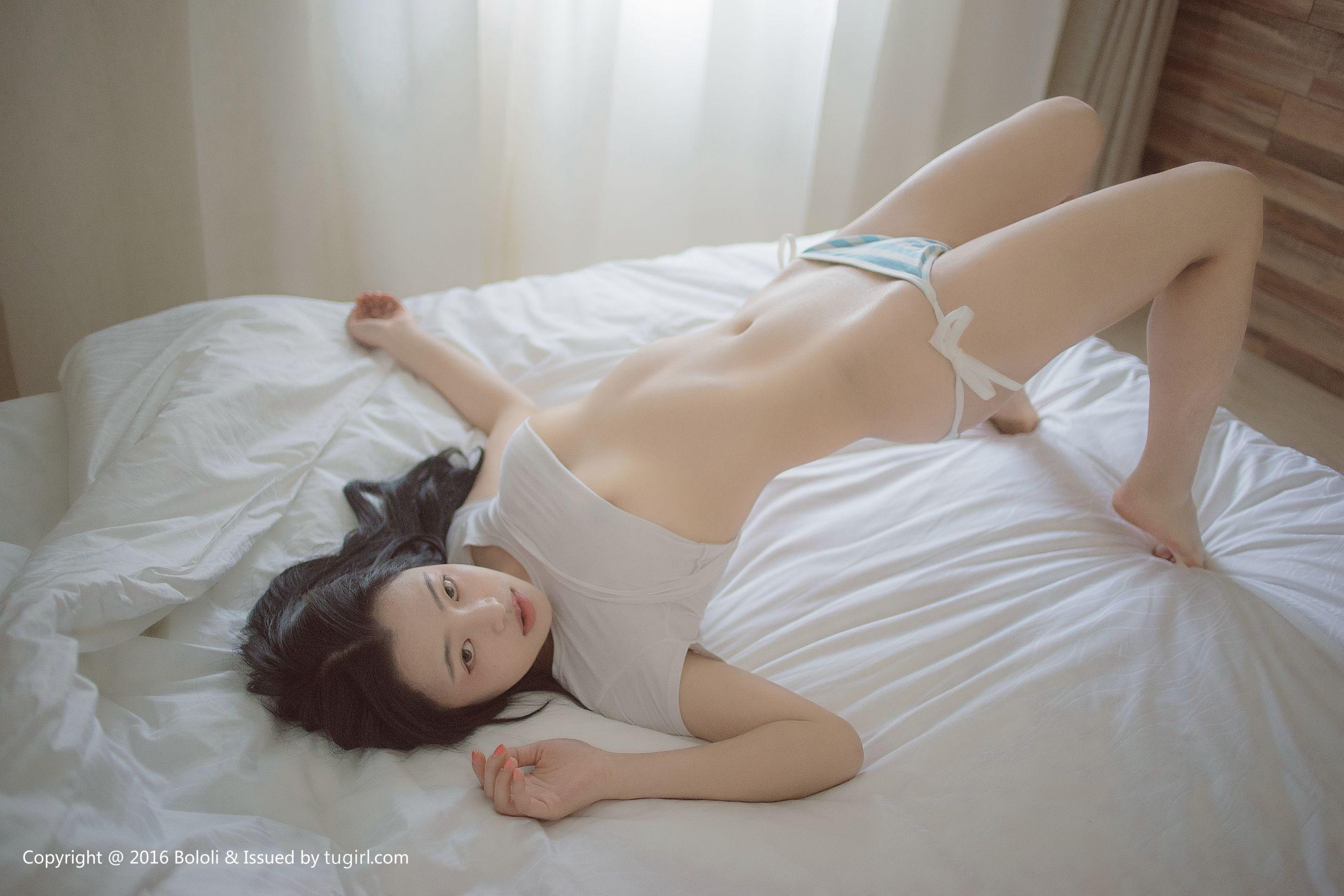 苗萝酱的蓝白诱惑 写真图片