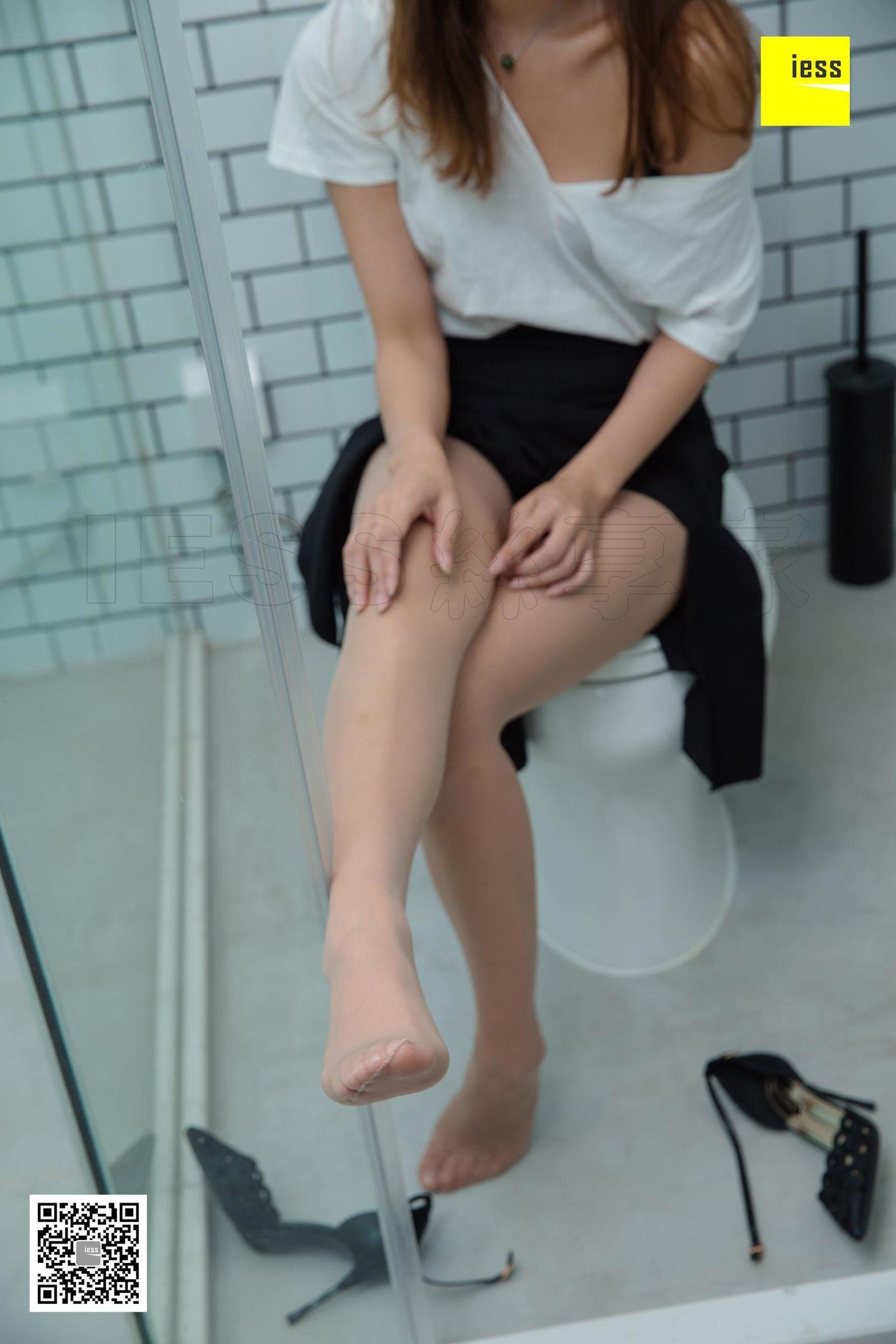 秋秋 《秋秋的浴室之旅》写真套图
