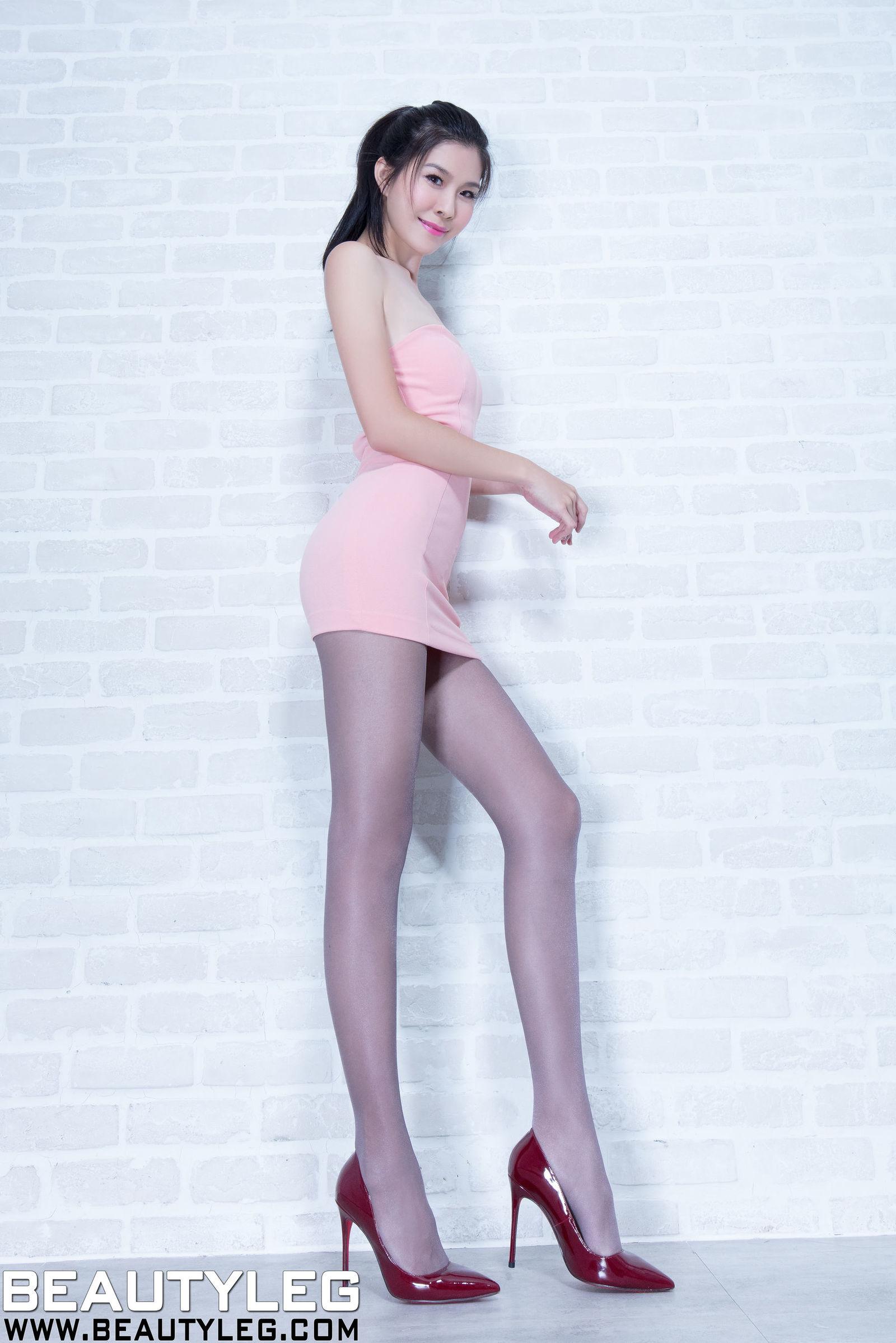 腿模Sarah - 包臀套裙丝袜美腿