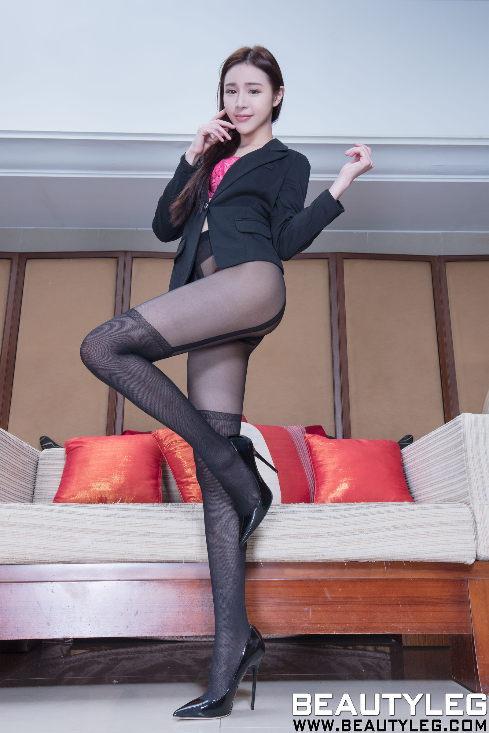 腿模Lena - 黑丝美腿+肉丝袜套裙