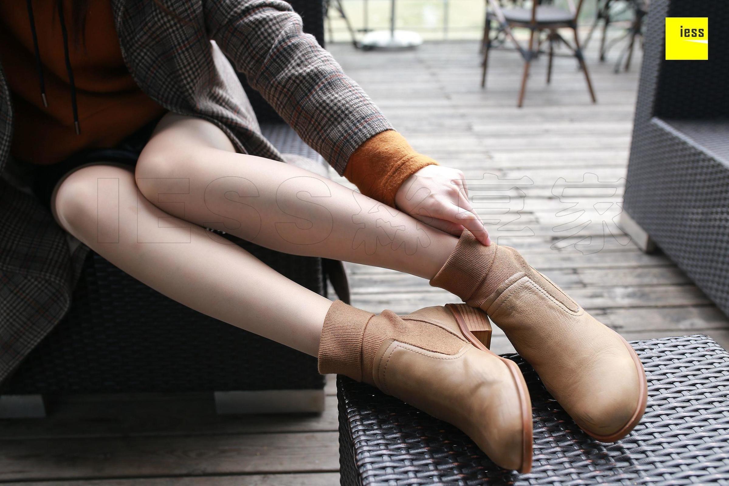 紫紫 - 霸气短靴肉丝