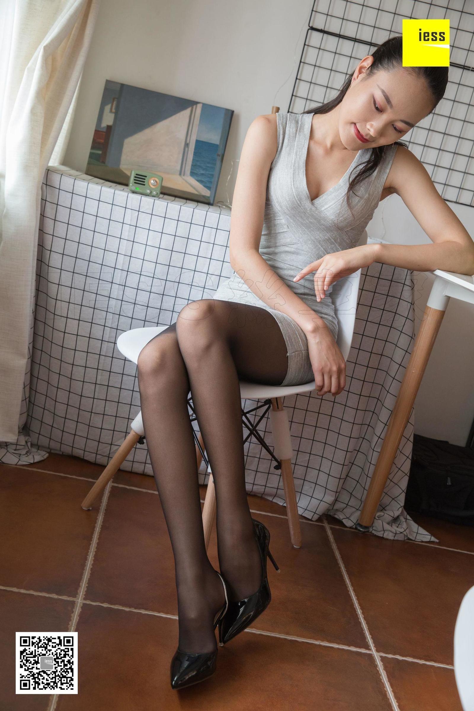 东东 《大模高级脸东东首秀》美腿丝足套图