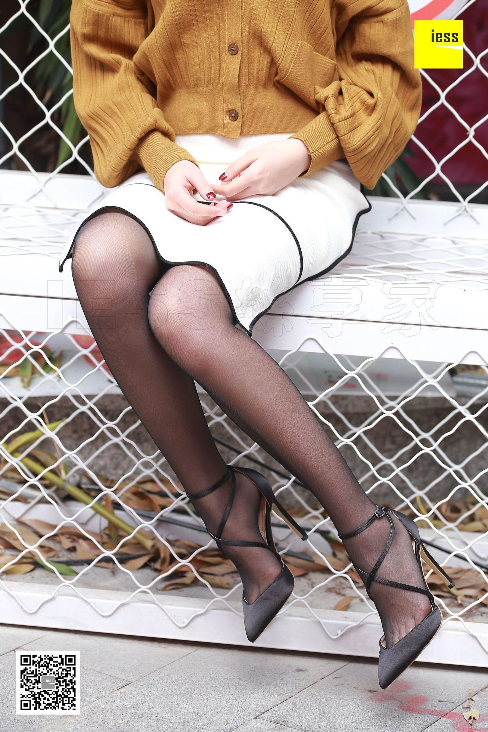 七七 《独自等人的黑丝美女》丝袜美脚套图