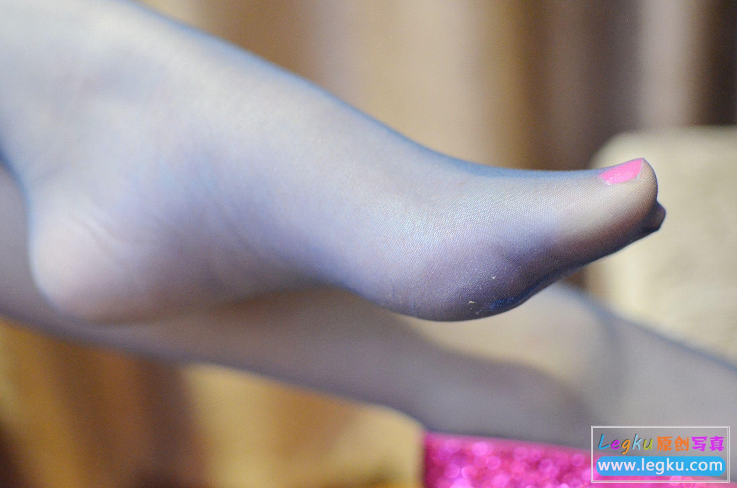 黑丝美腿红高跟 写真套图