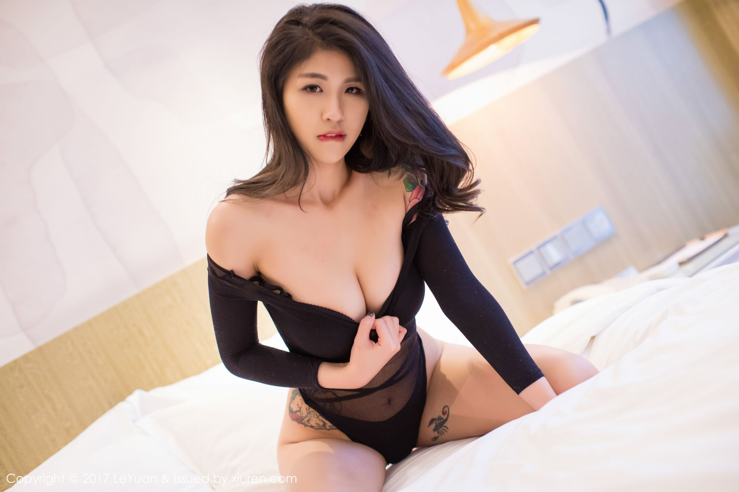 美女主播@酸酱兔丝袜美臀写真2
